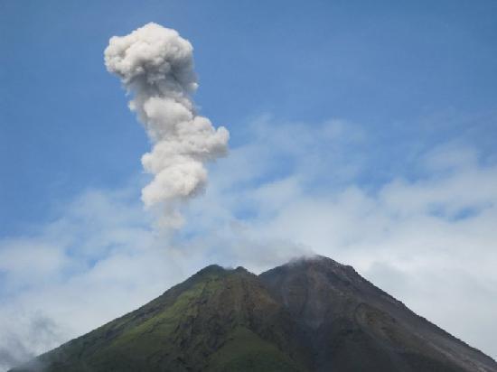 Hotel El Silencio del Campo: Volcano erupts 5 times a day now