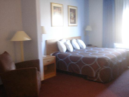 Super 8 Huntington: Newly Renovated King size room