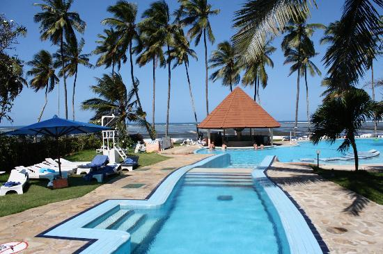 Sun N Sand Beach Resort The Pool Swim Up Bar And View Of Indian