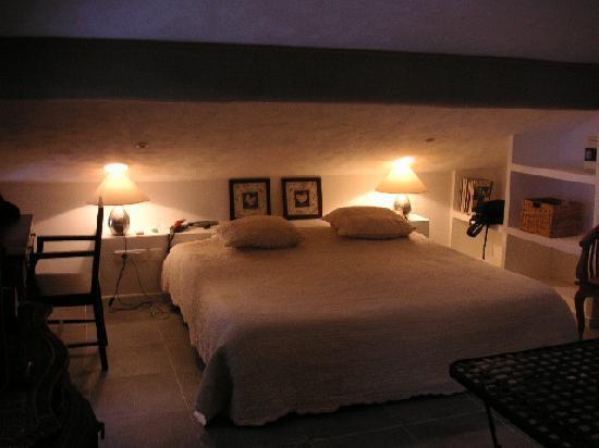 Auberge de La Poulciere: Charming room