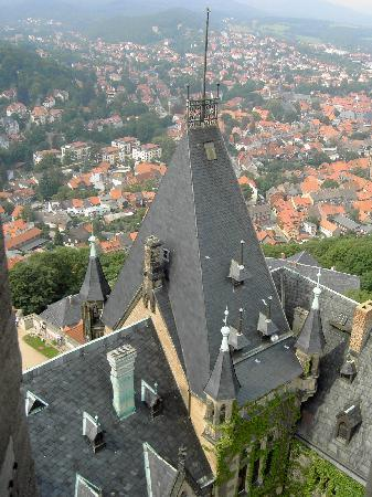 Hotelferienanlage Friedrichsbrunn: Foto vanaf de toren van het kasteel wernigerode