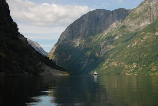 Norway in a Nutshell: Nærøyfjord tour
