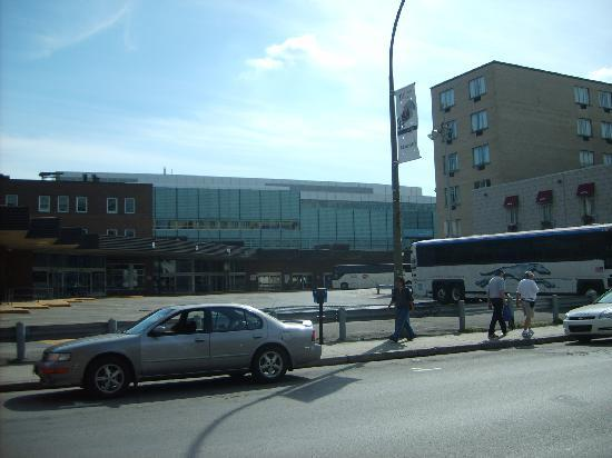 Hotel Europeenne: The nearby bus terminal