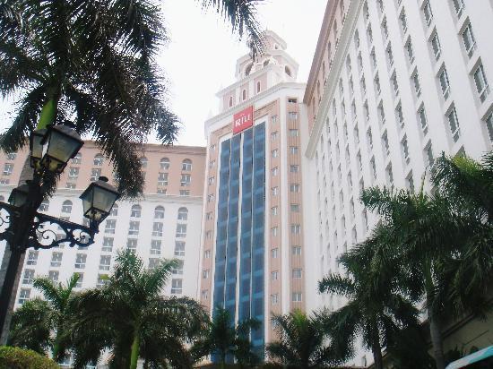 Hotel Riu Cancun: The Hotel