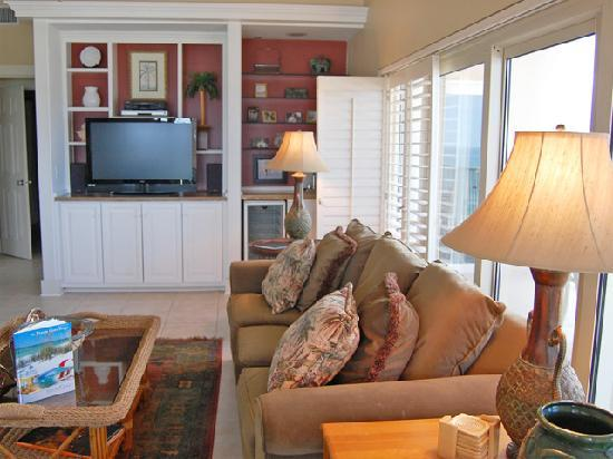 TOPS'L Beach & Racquet Resort: Fully equipped condos