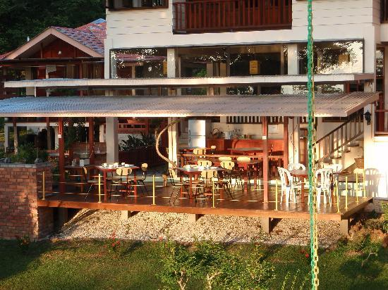 Teluk Iskandar Inn: breakfast  / open dining area