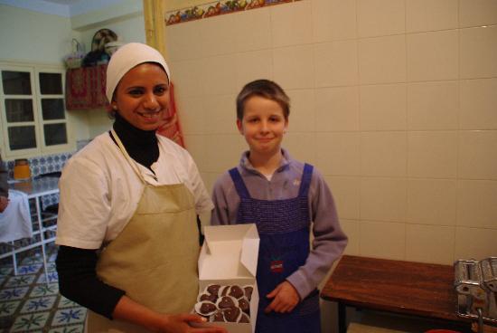 Boutique de Commerce Solidaire AFBK et Cours de Cuisine : élève enfant