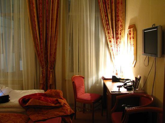 Aurora Hotel: Rooms