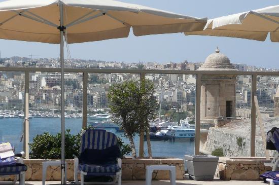 Hotel Phoenicia: vue de la piscine