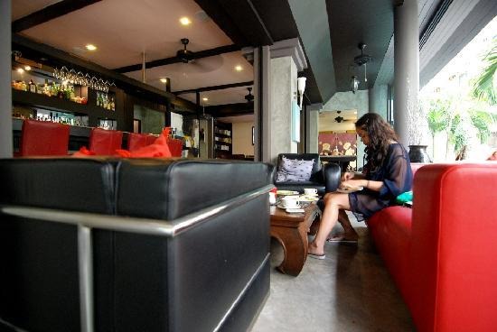 Baipho Boutique Residence Phuket: the bar and restaurant