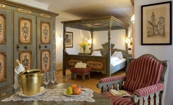 Hotel Cavallino d'Oro: four poster bed