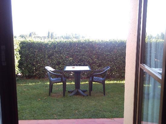 Resort Casale Le Torri: Il giardinetto antistante la camera