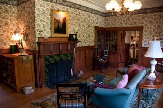 The Notchland Inn: Een van de kamers waar je lekker kunt zitten