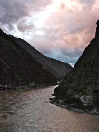 Gubao Hotel: View over the river