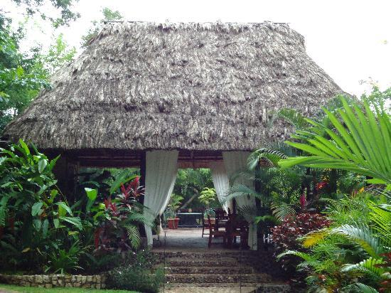 Table Rock Jungle Lodge: Open air dining room