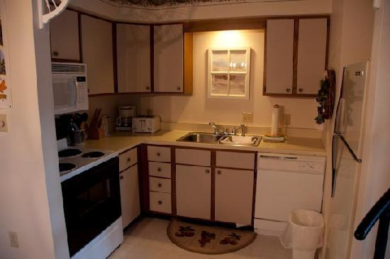 Echo Lake Inn: Kitchen