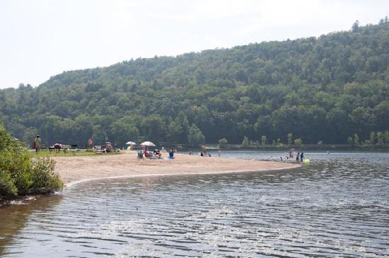 إكو ليك إن: Nearby Public Beach