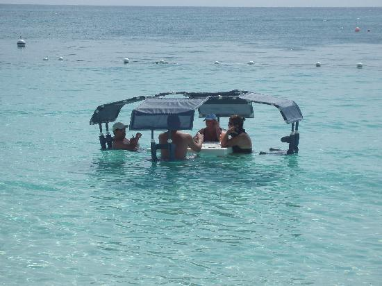 The Ritz-Carlton, Grand Cayman: Floating tables...have a drink..a meal...read a book.