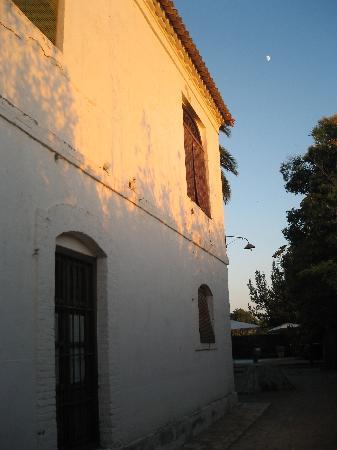 Cortijo del Pino: The evening light on the farmhouse