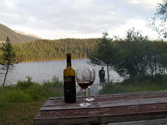Holland Lake Lodge: Campfire and wine in the evening
