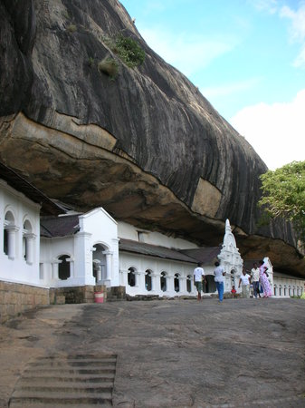 Gimanhala Hotel : The Dambulla Cave Temple - just a 5 minutes drive from the hotel