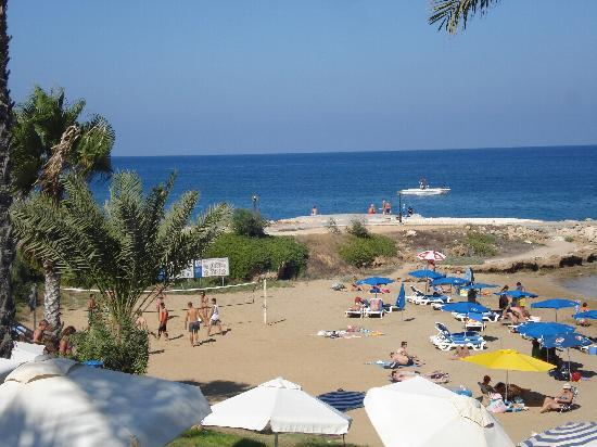 Golden Coast Beach Hotel: View of the beach from hotel
