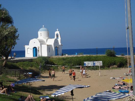 Golden Coast Beach Hotel: View of the beach and church from hotel