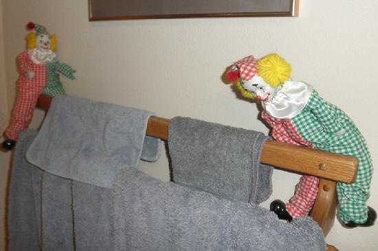 Brookside Bed and Breakfast: Clowns on towel rack - who does that?