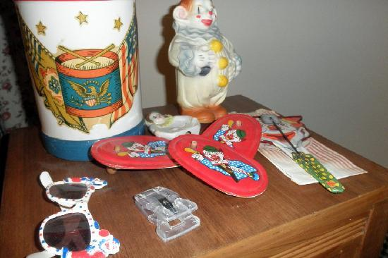 Brookside Bed and Breakfast: More clown decorations
