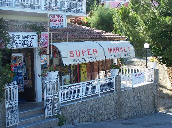 Villa Mary Apartments: Villa Mary - Market about 50m away