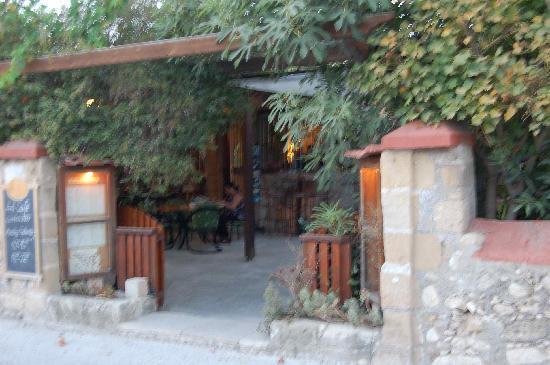 Natura Beach Hotel: Art Cafe in Polis