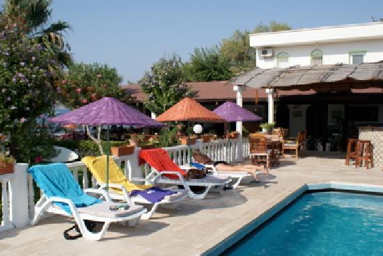 Yilmaz Hotel: Bar & restaurant from the pool