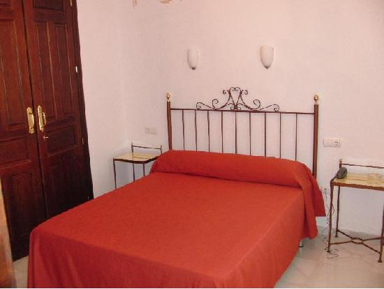 Hotel Don Paula: MARRIGE BED