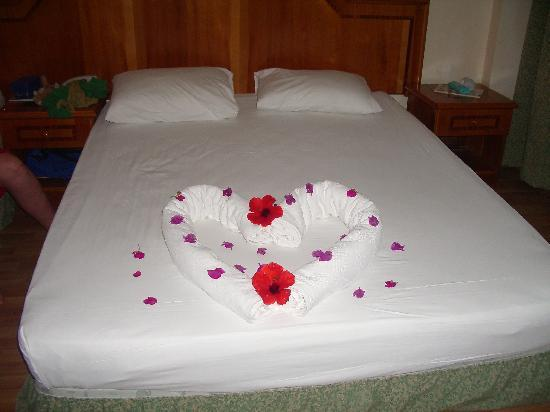 Saphir Hotel: maid made the bed nice every day!