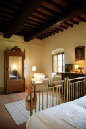 Castello di Montegiove: Bed room