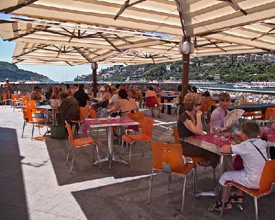Caffe all\'aperto - Picture of Residence Le Terrazze, Porto Venere ...