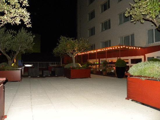 Mercure Marseille Centre Prado Hotel Vélodrome: La terrase la nuit