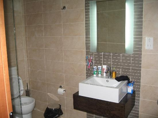 Rocca Nettuno suites: il bagno