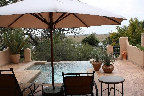 Chobe Game Lodge: Terrasse et piscine