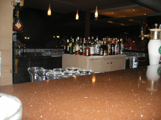 Cathrin Hotel: The bar at night