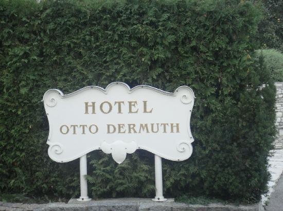 Hotel Dermuth: L'accogliete cartello.