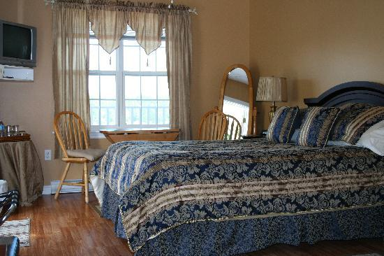 West Dover Harbour View Cottages & Guestrooms: We had the beautiful deluxe room.