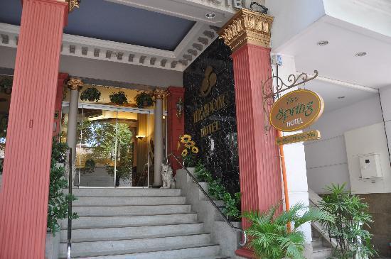 Spring Hotel: Entrance