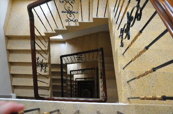 Spring Hotel: Looking down the staircase