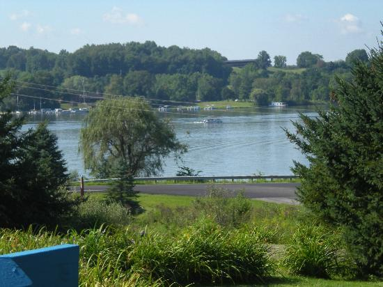 Whispering Pines Bed and Breakfast: View of the lake from the B And B