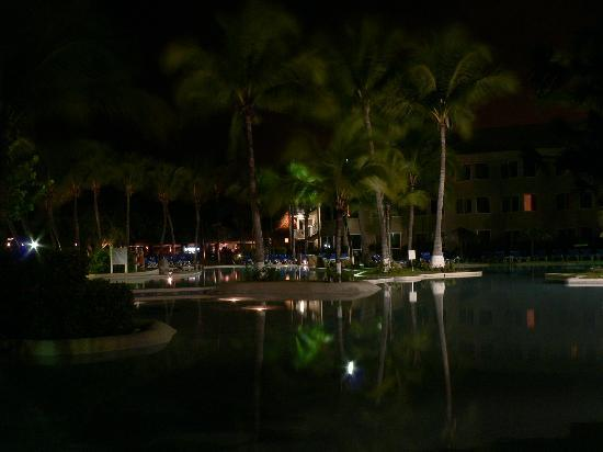Doubletree Resort by Hilton, Central Pacific - Costa Rica: Pisina en la noche