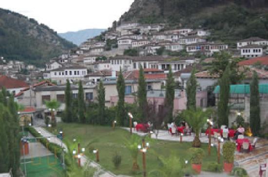 Rezidenca Desaret : looking at mangalem