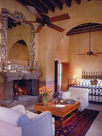 Hacienda De Los Santos: San Bartolome Suite