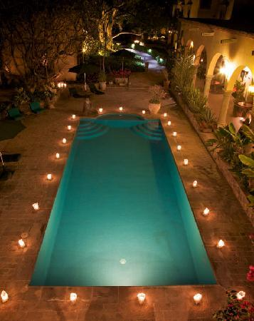 ‪‪Hacienda De Los Santos‬: Hacienda Pool in the evening‬