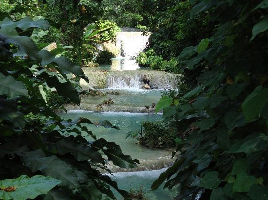 Mele Cascades: Easy to pop in for a refreshing dip!